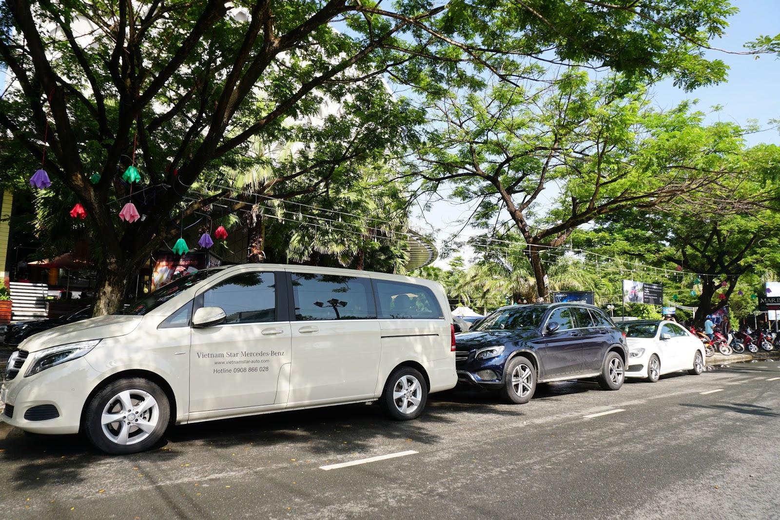 Khu vực xe chờ khách đến trải nghiệm, GLC là chiếc xe được quan tâm nhất