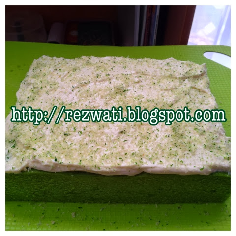 Wind of Change: KEK LUMUT with cream cheese topping