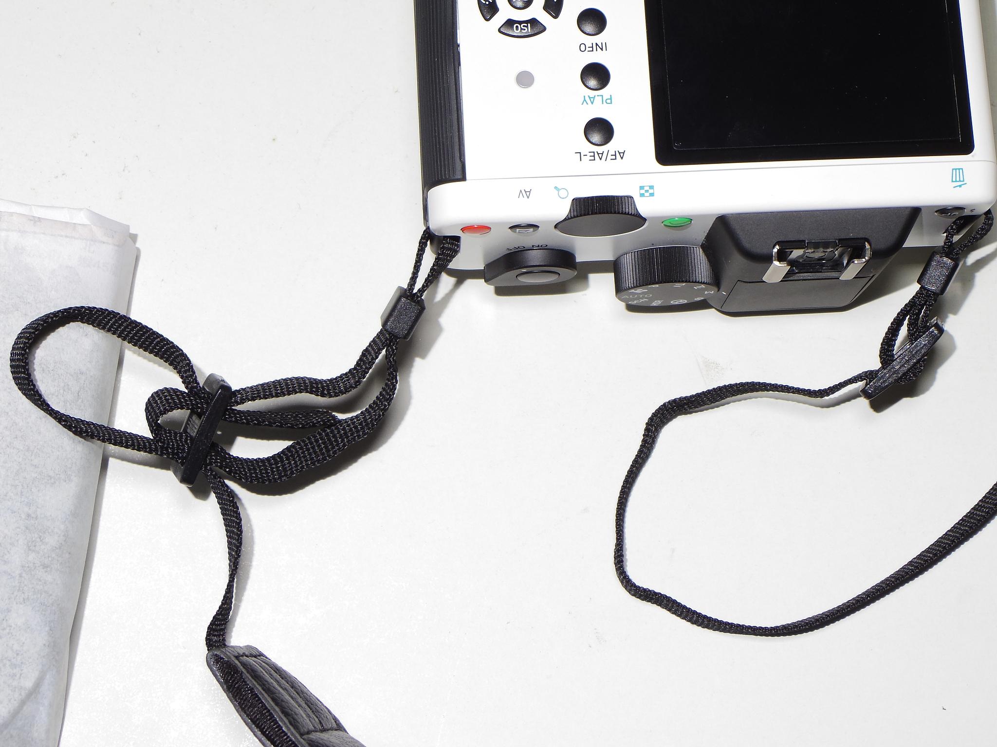 相機背帶如何綁?