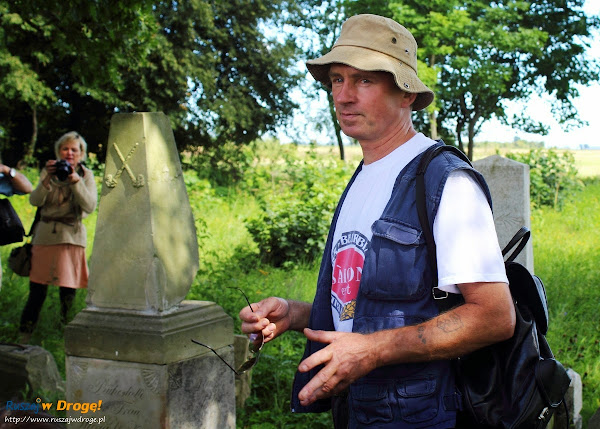 pan Stanisław opowiada o cmentarzu mennonitow w Perdonowie