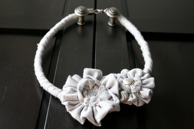 Красивые ожерелья из ткани