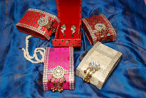 Ranjana arts ranjanaarts ear ringpendent set box we introduce our self as manufacturers of wedding decorative items handy craft products aana decorations gift items junglespirit Image collections