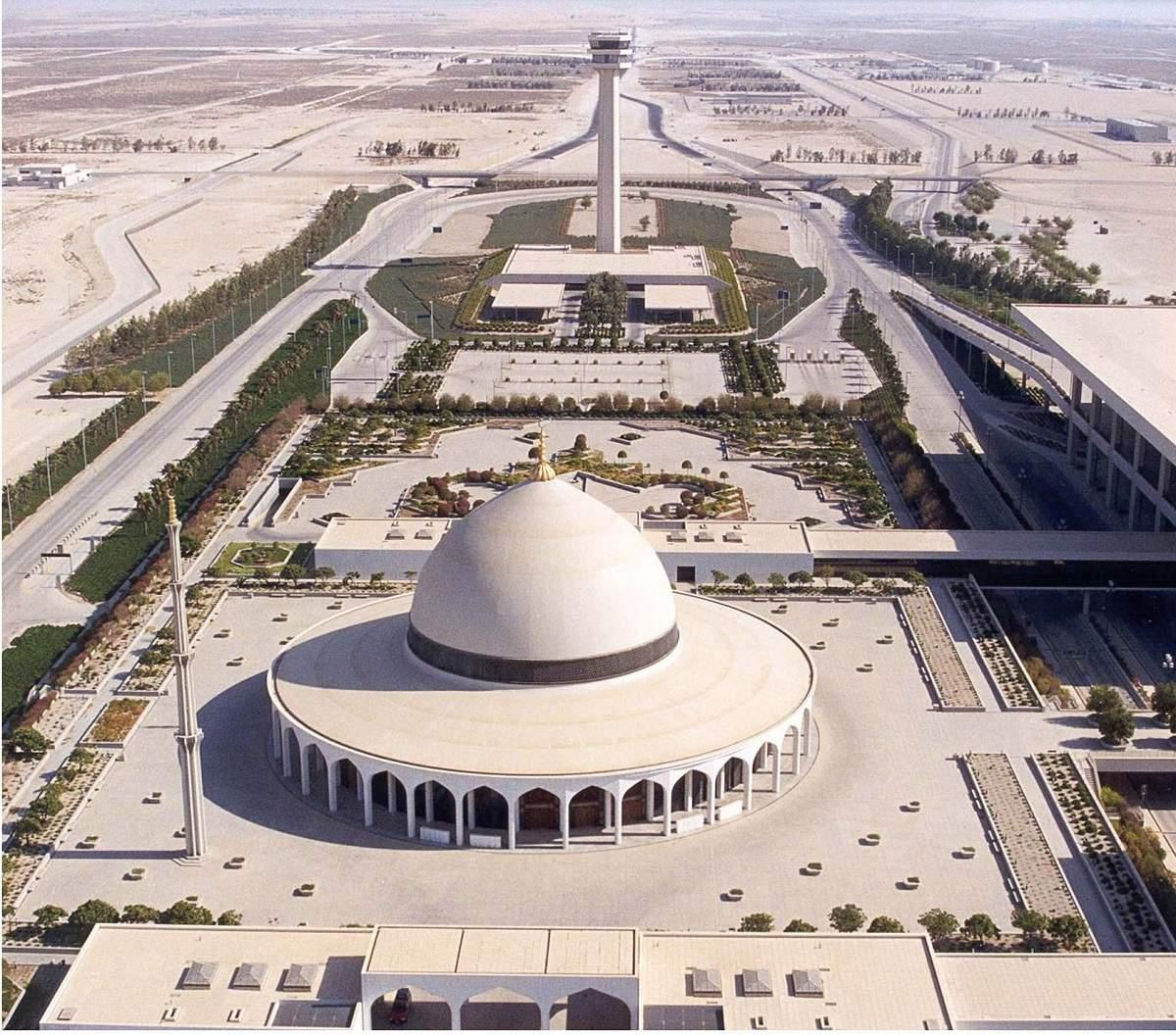 Top 10 Largest Airports in the World - 1. King Fahd International Airport  (78000 hectare) | ET RealEstate