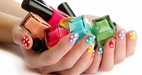 ¿El esmalte de uñas causa problemas en el embarazo?