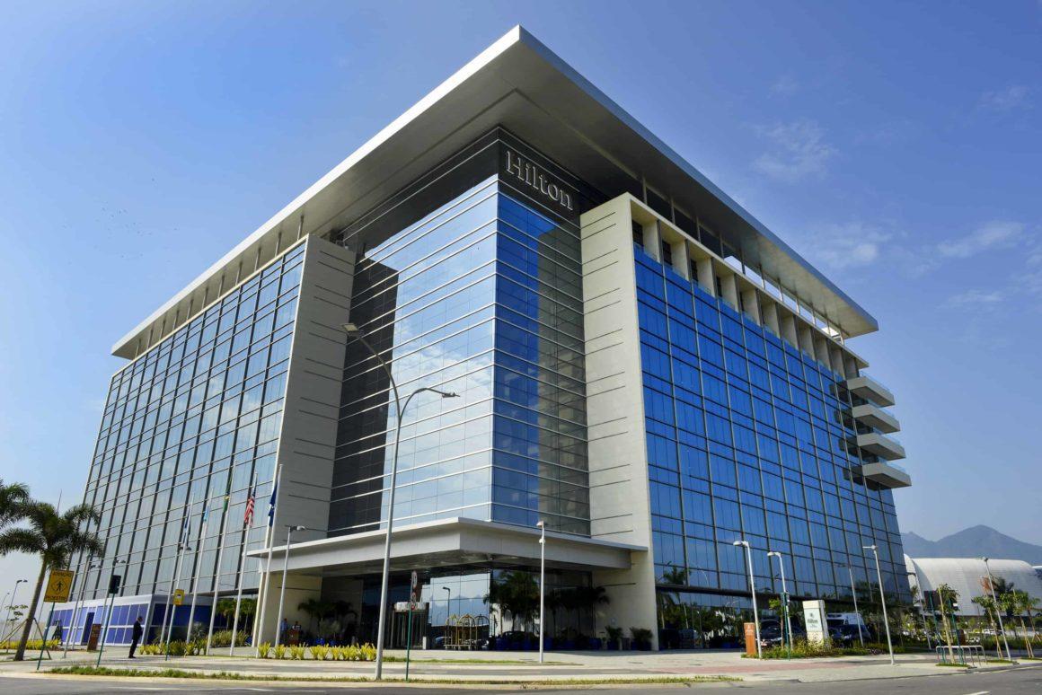 Hilton Barra recebe prêmio de melhor hotel de negócios do Brasil em 2018