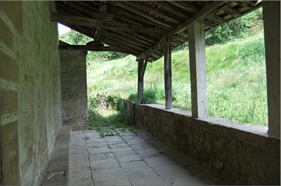 Pórtico de la Iglesia de San Miguel en Hereña