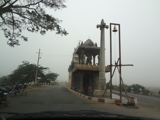 Temple dividing road, before Madhure