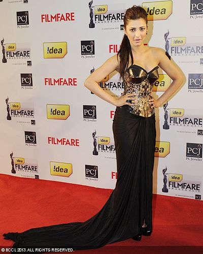 Shruti Haasan looked ravishing in a black-golden gown during the 58th Idea Filmfare Awards in Mumbai.Click here for:<br />  58th Idea Filmfare Awards