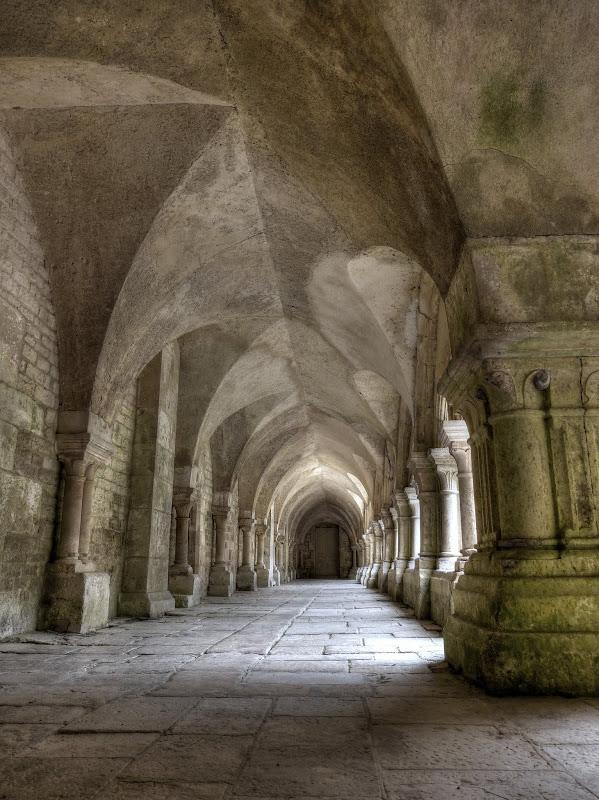 Abbaye de Fontenay P1110255_6_7_HDR