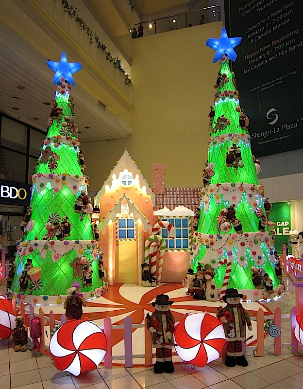 Christmas decorations at Shangri-La Plaza Mall