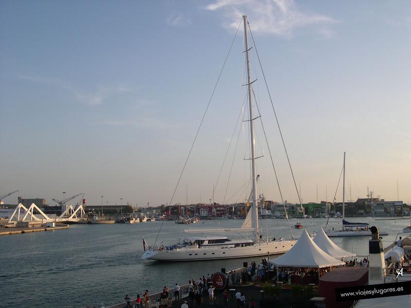 Foto del Puente móvil del puerto