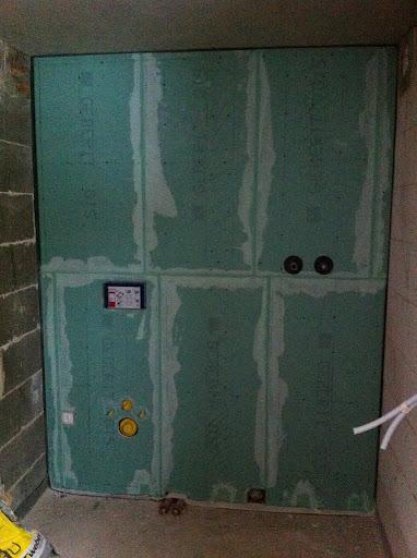 Installationswand mit Rigipsplatten