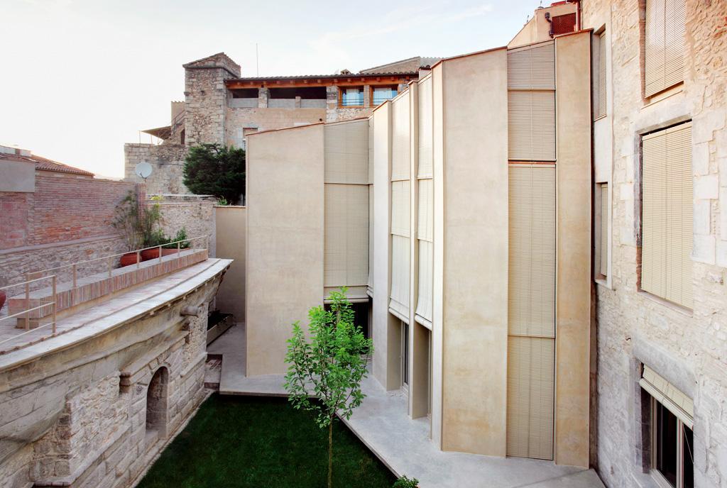 Bosch capdeferro casa collage girona hic arquitectura - Arquitectura girona ...