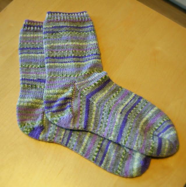 Hillitymmät kirjavat sukat hyväntekeväisyyteen