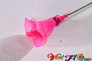 Làm cành hoa hồng từ vải voan (bước 4)