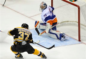 Bruins Patrice Bergeron scores on Rick DiPietro off a beautiful Tyler Seguin pass