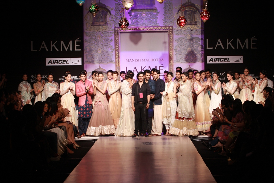 Indian Vanity Case: Manish Malhotra Ended Day 2 At LAKMÉ