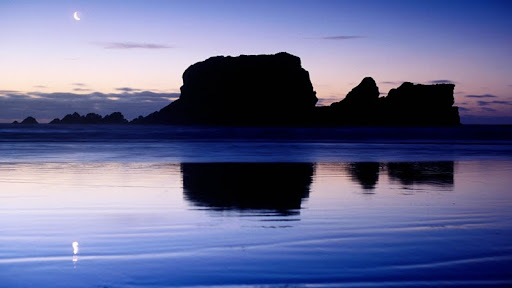 Crescent Moon and Rock Stacks, Cape Foulwind, New Zealand.jpg