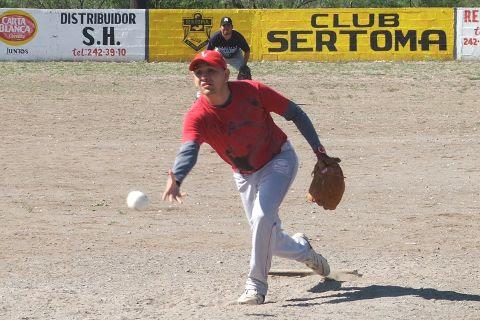 Eduardo Sánchez de Diamantes de Vallecillo en el softbol del Club Sertoma