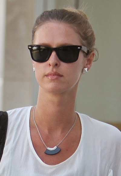 nicky_hilton_wearing_wayfarers