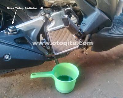 Menguras atau membuang air radiator motor Vario 125 PGMFI