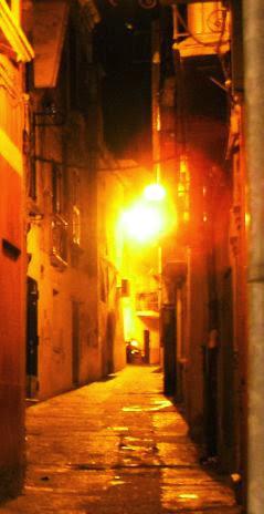 Altstadt von Crotone, Kalabrien, bei Nacht