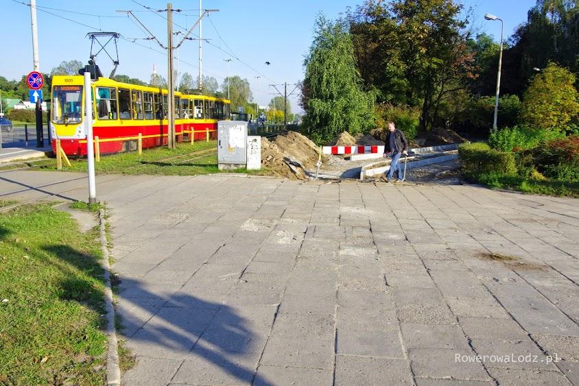 Na skrzyżowaniu z ul. Traktorową jeszcze nic nie zrobiono. Ale ten chodnika także się zmieni.