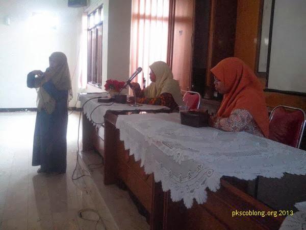 Ibu Siti Muntamah (kanan) hadir di acara Pengajian Tokoh