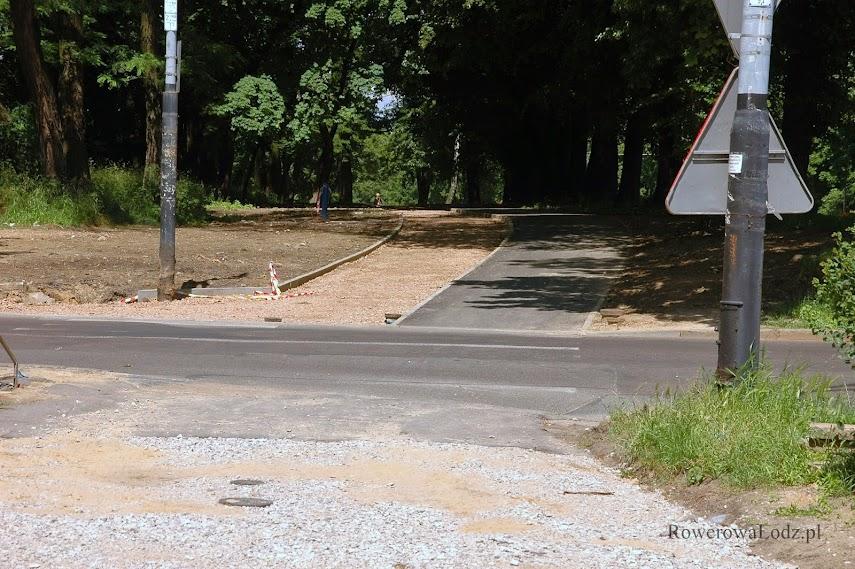 Po drugiej stronie ul. Kzniaziewicza asfalt już położony
