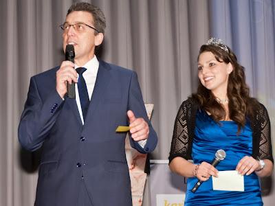 Das Moderatorenpaar Ernst Nickel (v.l.), Bereichsvorsitzender des Markgräflerlands, und die Badische Weinkönigin Katharina Zimmer