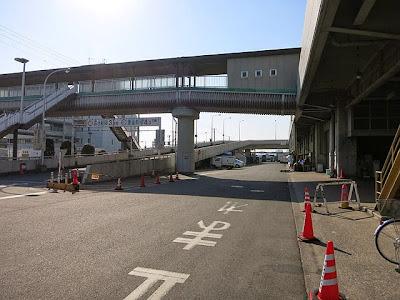 横浜魚市場の2Fへと続くスロープ