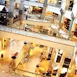 14 4 spodné poschodia sú samé obchody a kaviarne.JPG