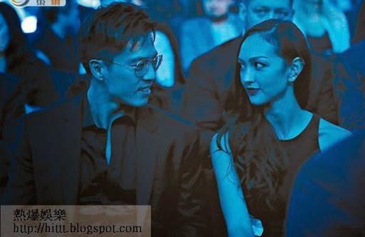 賽事未開始前,JC與安志杰含情對望,在藍色燈光映照下,更添浪漫氣氛。