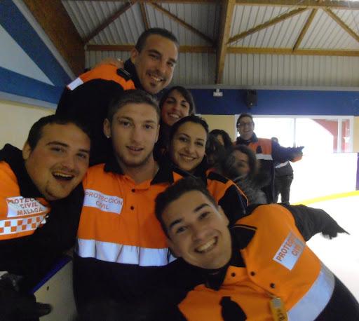 Voluntarios en la pista de Hielo