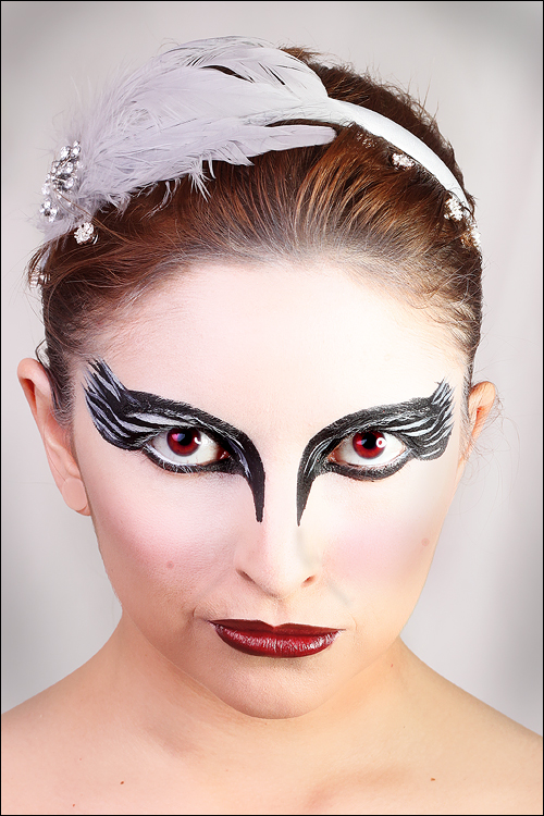 Aninimal Book: Redhead & Beauty: Makeup Tutorial: Black Swan