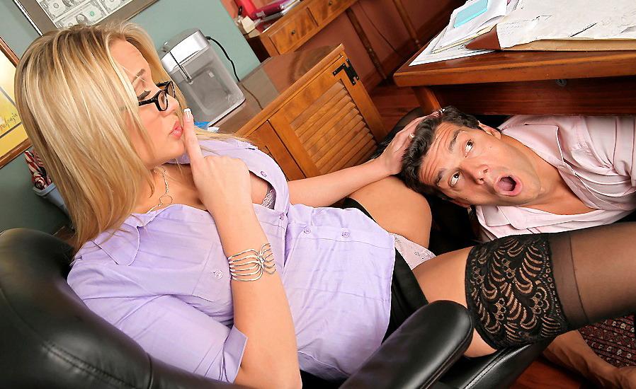 секретарша отлизала начальнице фото красивая эротика