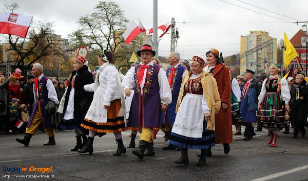 Kaszubi na paradzie niepodległości w Gdyni