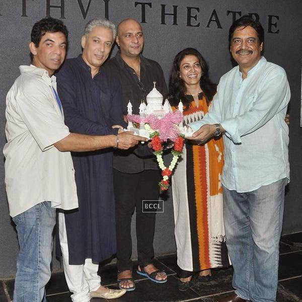 Bakul Thakkar, Rahul Vora, Amit Bahl, Lubna Salim and Salim Arif during the play Tajmahal Ka Udghatan, in Mumbai, on July 24, 2014. (Pic: Viral Bhayani)