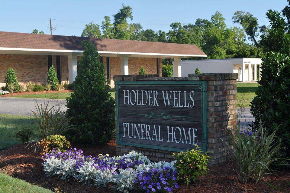 Funeral Home Moss Point MS | Holder-Wells Funeral Home at 4007 Main St, Moss Point, MS