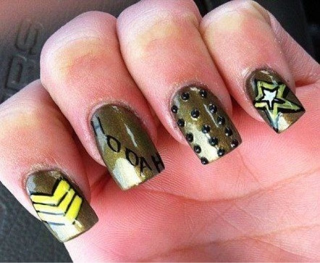 Army - Happy Veterans Day: Military-inspired Nail Art