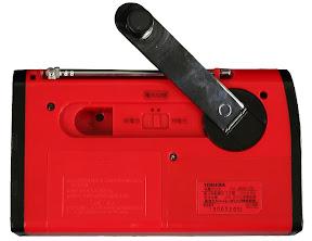 TY-JR50:本体背面の充電用手回しハンドル