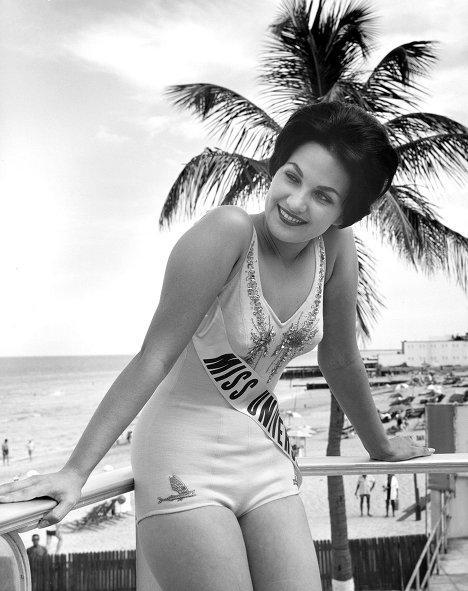 1960 — Линда Бемент (США)