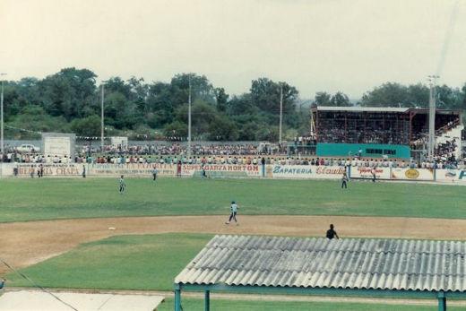 Panorámica del parque Daniel Guadiana durante el campeonato nacional menor 1986