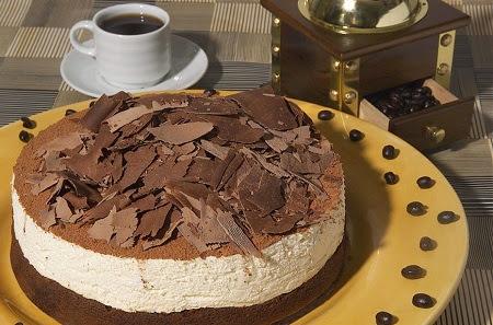 Postre sencillo de tiramisú de bizcocho de chocolate
