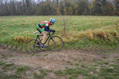 https://picasaweb.google.com/accatenoy/ChampionnatOiseCyclocross30Novembre2014#6088301011845017986