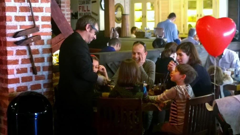 magia-familiar-restaurante-ribs-equinoccio-sábados