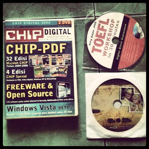 Jenis-Jenis Case CD, Kiri : box , atas kanan Plastik dan bwah kanan, amplop. pilihan terbaik adalah box tapi harganya lebih mahal