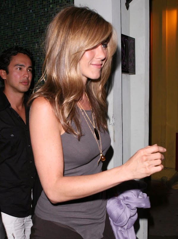 Jennifer Aniston at Foxtail Lounge in West Hollywood(celebrities-2photos)2