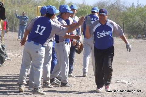 Juan Guillermo Alanís del SUTERM en el softbol del Club Sertoma
