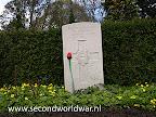 Guardsman Guardsman F.J. Wright Coldstream Guards 1e April 1945, Leeftijd 25, Oosterbegraafplaats Enschede.